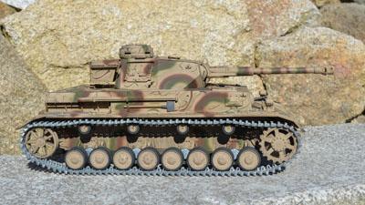 Profesionální RC model tanku Panzer 4 - kovová edice v kamufláži